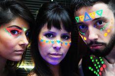maquiagens com tinta neon - Pesquisa Google Rave Face Paint, Glow Face Paint, Kids Makeup, Fx Makeup, Dark Makeup, Neon Painting, Body Painting, Glow In Dark Party, Tribal Makeup