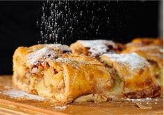 Apple strudel with shortcrust pastry - Hotel Gallhaus - Valle Aurina - Südtirol - Alto Adige Italian Recipe Book, Italian Cookie Recipes, Italian Cookies, Italian Desserts, Pastry Recipes, Waffle Cookies, Apple Strudel, Italian Pastries, Austrian Recipes