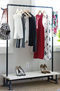 Since this garment rack has an attractive hook at the end, I think the purse looks nice!