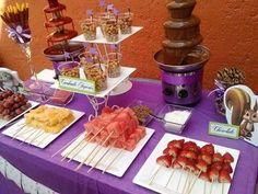 CHOCOLATE Y BROCHETAS Chocolate Fountain Wedding, Chocolate Fountain Recipes, Chocolate Fountains, Chocolate Fondue Bar, Dessert Bars, Dessert Table, Fruit Tables, Fruit Buffet, Wedding Snacks