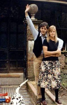 Paul McCartney and his wife Linda Eastman. The Lovely Linda. John Lennon, Sir Paul, John Paul, Ringo Starr, George Harrison, Rock And Roll, Linda Eastman, Paul Mccartney And Wings, The Fab Four