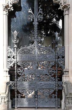 All sizes   Barcelona - Cementiri de Montjuïc 008 c, via Flickr.