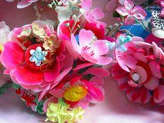~Nieuwe corsages gemaakt met oude materialen~