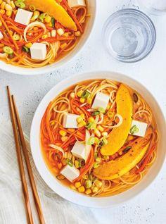 Soupe-repas aux nouilles, à la courge et au tofu   RICARDO