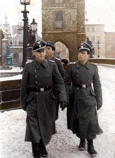 Waffen SS officers in Prague 1938 Ww2 History, Military History, World History, World War Ii, Luftwaffe, Germany Ww2, German Uniforms, German Army, Panzer