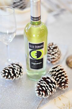 Happy Holidays Ecco Domani Wine lovers! Flip through as we chat about easy holiday upgrades, decorating tips, and simply fabulous DIY gifts for you and your besties! Don't forget the Pinot Grigio!