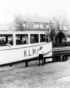 1923 - The Frank family Otto and Anne on the boat Anne Frank Amsterdam, Margot Frank, Frank Martin, Rosa Parks, Travel Humor, Celebrity Travel, Interesting History, Persecution, African American History