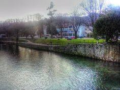 Boa tarde :D O jardim junto à Ponte Velha na margem do Vez de Arcos de #Valdevez - http://ift.tt/1MZR1pw -