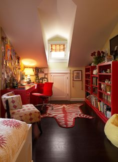 I want an attic. And I want it to be bright and cheerful, like this one.