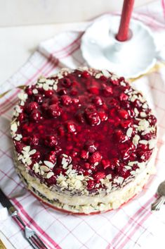 Himbeer Torte – Der absolute Himbeer Traum Mit Vanilliecreme Raspberry cake – the absolute raspberry dream with vanilla cream Healthy Dessert Recipes, Baby Food Recipes, Cookie Recipes, Raspberry Cake, Vanilla Cream, Recipe For 4, Food Cakes, Cookies Et Biscuits, Cream Cake