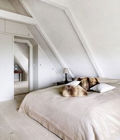 All Time Best Cool Tips: Minimalist Home Living Room Life minimalist home art white walls.Minimalist Decor Plants Woods minimalist home decoration hanging planters.Minimalist Home Design Exterior. Minimalist Home Decor, Minimalist Interior, Minimalist Bedroom, Minimalist House, Minimalist Kitchen, Modern Minimalist, Interior Minimalista, Home Bedroom, Bedroom Decor