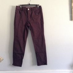 American eagle hi-crop pant Super stretch material and super comfy! Oxblood color. Worn twice. American Eagle Outfitters Pants Ankle & Cropped