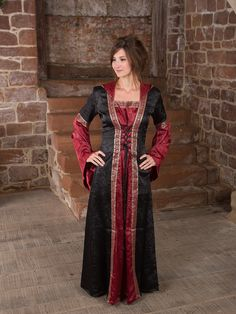 Mittelalterkleid mit Kapuze in schwarz rot