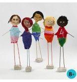 Børn fra hele verden, lavet af styropor med gipsgaze