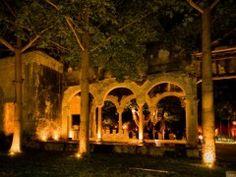 Espectacular iluminación! Hacienda Chichi Suarez Merida, Yucatan, Mexico.