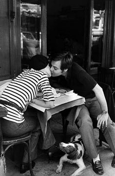 Sidewalk Café, Boulevard Diderot, París (by Henri Cartier-Bresson, 1969).
