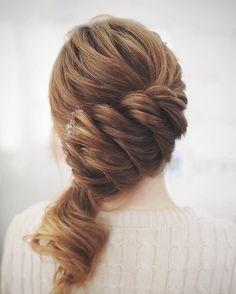 Sideswept romantic wedding hairstyles | fabmood.com #bridalhair #weddinghairstyle #weddinghairstyles #longhair
