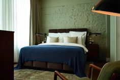 The Lofts at Soho House Berlin. One of the bedrooms: industrial space decorated with chic midcentury furniture. Stylish!