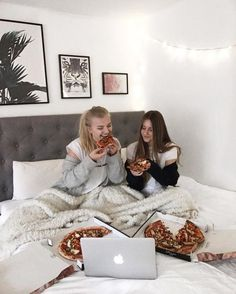 Check out the site below for more ideas🥰❤️ Cute Friend Pictures, Best Friend Pictures, Friend Pics, Sisters Goals, Tres Belle Photo, Best Friend Goals, Best Friends Forever, Sleepover, Friends In Love
