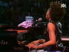 Rachelle Ferrell - I can explain (live)     The venue in the background is breathtaking.