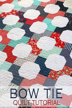 Bow Tie quilt tutorial from Andy of A Bright Corner - A fat quarter quilt that also makes a great scrap quilt project! Quilting For Beginners, Quilting Tutorials, Quilting Projects, Quilting Designs, Quilting Tips, Quilt Block Patterns, Pattern Blocks, Quilt Blocks, Star Quilts