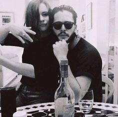 """Game of Thrones: Emilia Clarke and Kit Harington """" you know nothing Jon snow"""" love Arte Game Of Thrones, Game Of Thrones Cast, Kit Harington, Serie Got, Kit And Emilia, Jon Snow And Daenerys, John Snow, Game Of Trones, King In The North"""