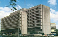 The Makati Stock Exchange moved from the Insular Life Building to its own in Philippine Architecture, Makati City, Filipiniana, Cool Photos, Interesting Photos, She Was Beautiful, Brutalist, Manila, Vintage Photos