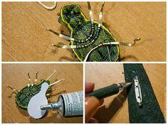 Хочу показать вам процесс изготовления броши в виде жучка с подвижными крыльями. Для броши вам понадобится: - овальный камень (у меня яшма); - бусина 10-12мм (натуральный жемчуг); - хрустальные рондели 5х6мм черные — 6шт, зеленые — 2 шт; - хрустальные рондели 3х4мм черные около 14шт; - хрустальные биконусы 4мм коричневые 2шт; - бисер №10 черный, зеленый, медь; - рубка №15 коричневый;…