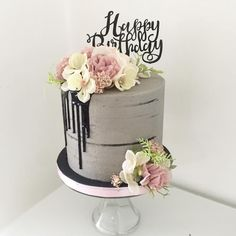 Concrete is popular! concrete style cake with black drips and pretty florals - Birthday Cake Blue Ideen Gorgeous Cakes, Pretty Cakes, Cute Cakes, Amazing Cakes, Macaron Cake, Cupcake Cakes, Concrete Cake, My Birthday Cake, Floral Cake