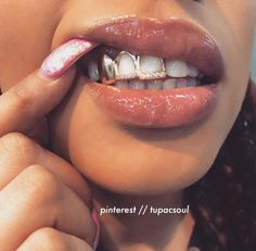 Diamond Grillz, Diamond Teeth, Grillz Gold, Open Face Grillz, Grillz For Teeth, Girls With Grills, Girl Grillz, Grillz For Girls, Looks Rihanna