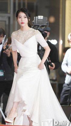 Acquire amazing weddings tips and hints. Iu Fashion, Korean Fashion, Young Fashion, Iu Hair, Korean Celebrities, Korean Actresses, Korean Beauty, Kpop Girls, Idole