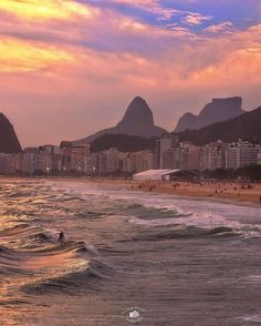 "Jornal O Globo (@jornaloglobo) no Instagram: ""Cinquenta tons de rosa na praia do Leme, na foto do leitor @fernando_manuel #JornalOGlobo"""