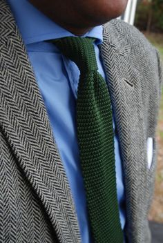 Tweed and tie Older Mens Fashion, Mens Fashion Suits, Mens Suits, Tweed Run, Tweed Jacket, Shirt And Tie Combinations, Grey Sport Coat, Knit Tie, Suit And Tie