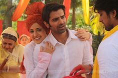 Image from http://img.bollycurry.com/images/600x0/191012-barun-and-sanaya-holi.jpg.