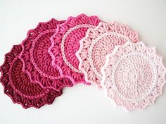Make a beautiful set of ombre crochet coasters. Great crochet project for beginners. Full tutorial with step-by-step photography. Craft How To's & DIY,crochet,crochet board n knit,Crocheting small thin Crochet Potholders, Crochet Motifs, Crochet Doilies, Crochet Flowers, Crochet Patterns, Doily Patterns, Crochet Designs, Crochet Diy, Crochet Home