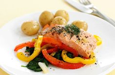 Salmon is a great source of which helps to keep the heart healthy. Peppers and spinach provide the antioxidants beta carotene and vitamin C. Spinach is also rich in folic acid and is a good source of iron Healthy Eating Recipes, Healthy Cooking, Healthy Meals, Salmon And Rice, Tesco Real Food, Shellfish Recipes, Cooking Salmon, Baked Salmon, Shake Recipes