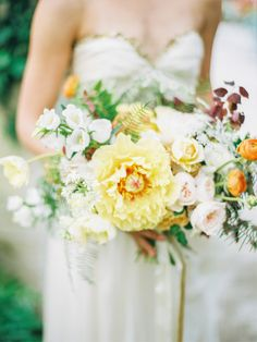 Photography: Daniel Kim Photography, florals by Hanna And Pine via Style me Pretty Spring Wedding Bouquets, Yellow Wedding Flowers, Bridal Flowers, Flower Bouquet Wedding, Floral Wedding, Yellow Weddings, Bridal Bouquets, Ranunculus Wedding, Spring Bouquet