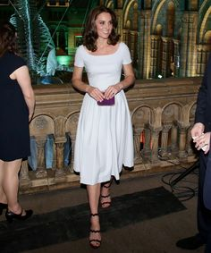 Kate Middleton Wears the Most Unexpected Pair of Heels to Natural History Museum Exhibit Opening Moda Kate Middleton, Estilo Kate Middleton, Duchesse Kate, Herzogin Von Cambridge, Kate And Pippa, Prince William And Kate, Little White Dresses, Princess Kate, Royal Fashion