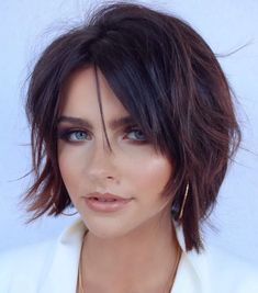 50 Best Bob Haircuts and Hairstyles for Women in 2020 - Hair Adviser - - If you're searching for a change but don't know where to start, opt for a bob haircut. You'll find all the latest & trendiest bob hairstyles in our article! Best Bob Haircuts, Round Face Haircuts, Hairstyles For Round Faces, Short Hairstyles For Women, Short Haircuts, Popular Haircuts, Celebrity Hairstyles, Party Hairstyles, Bob Style Haircuts