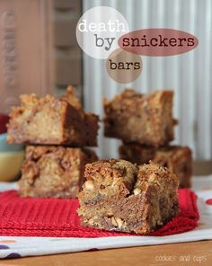 Death by Snickers Bars | www.cookiesandcups.com | #snickers #recipe #bars #dessert