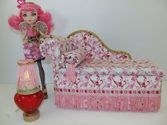 Furniture for Ever After High Dolls Handmade Chaise Lounge Bed for Cupid with Mirrored Heart Table and Working Lamp! Monster High Beds, Monster High House, Monster High Dolls, Ever After High, Doll Furniture, Dollhouse Furniture, Wallpaper Furniture, Bedding Inspiration, Doll Beds