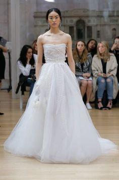 b1abb16cd Robes de mariée Oscar de la Renta 2018   des nouveautés pleines d élégance  et d originalité