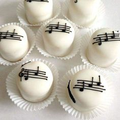 Dulce musical Music Themed Cakes, Music Cakes, Bolo Musical, Cake Cookies, Cupcake Cakes, Mini Tortillas, Little Cakes, Mini Desserts, Celebration Cakes