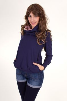Viva la Mama | Sporty pregnancy and breastfeeding shirt FLORA with long sleeves in navy. A beautiful shirt for everyday use, maternity and pregnancy. Great style and casual!