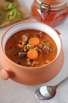 Nyakunkon a hétvége, meg egy beígért nyálkás, takony idő is (most éppen a kemény fagyok - a szerk.). Ideje összehozni valami tartalmas, melengető... Soup Recipes, Cooking Recipes, Kinds Of Soup, European Cuisine, Hungarian Recipes, Little Kitchen, Soups And Stews, Healthy Lifestyle, Food And Drink