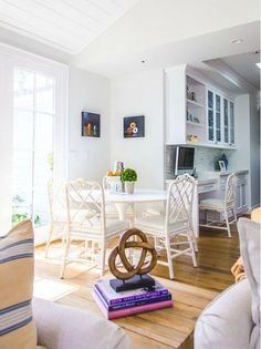 designer dimitra andersons house   Styling A Colorful Ranch For Much Better Homes & Gardens