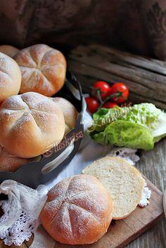 Illéskrisz Konyhája: CSÁSZÁR ZSEMLE Hamburger, Food And Drink, Bread, Baking, Recipes, Yum Yum, Diet, Bakken, Hamburgers
