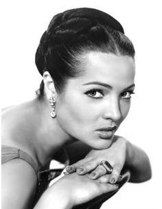 Sara Montiel (Campo de Criptana, provincia de Ciudad Real, 10 de marzo de 1928 - Madrid, 8 de abril de 2013) actriz de cine y cantante española.