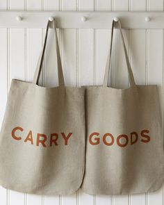 love love love these grocery bags! want 'em for the farmers' market down the street.