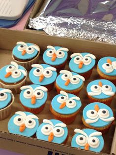 Giggle and Hoot (Owl) Birthday Cake - Part 4 Owl Cake Birthday, Owl Birthday Parties, 1st Boy Birthday, Birthday Ideas, Owl Cupcakes, Cupcake Cakes, Cup Cakes, Thing 1, Cakes For Boys